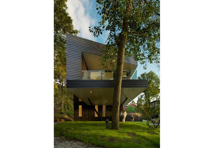 Norvegia una casa moderna immersa nel verde esterno for Oggetto casa